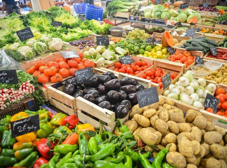 Markt Stand Gemüse Vielfalt Farben Auberginen